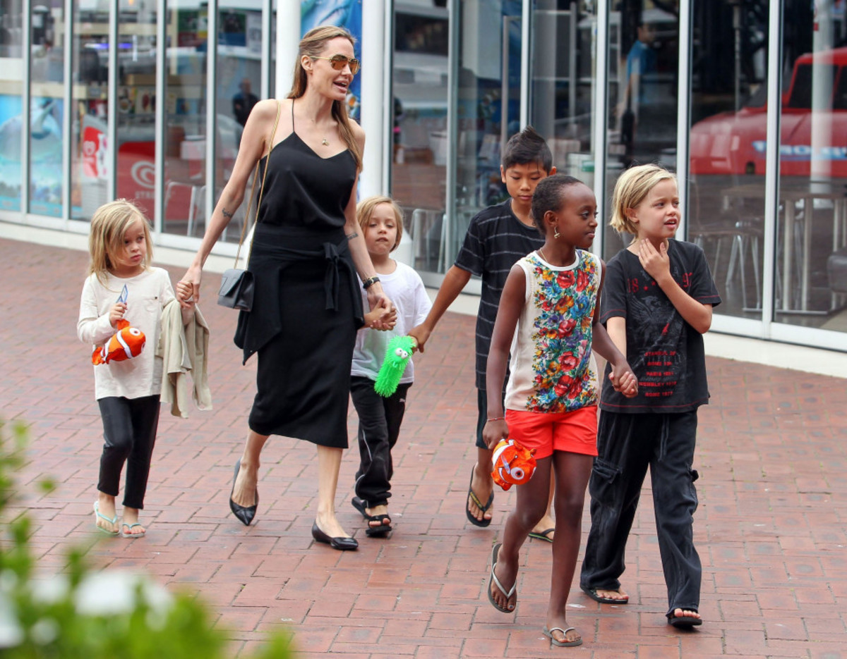 51201220 Actress Angelina Jolie takes her five youngest children Shiloh, Pax, Vivienne, Zahara, & Knox for a day out at aquarium in Sydney, Australia on September 7, 2013. FameFlynet, Inc - Beverly Hills, CA, USA - +1 (818) 307-4813 RESTRICTIONS APPLY: USA ONLY