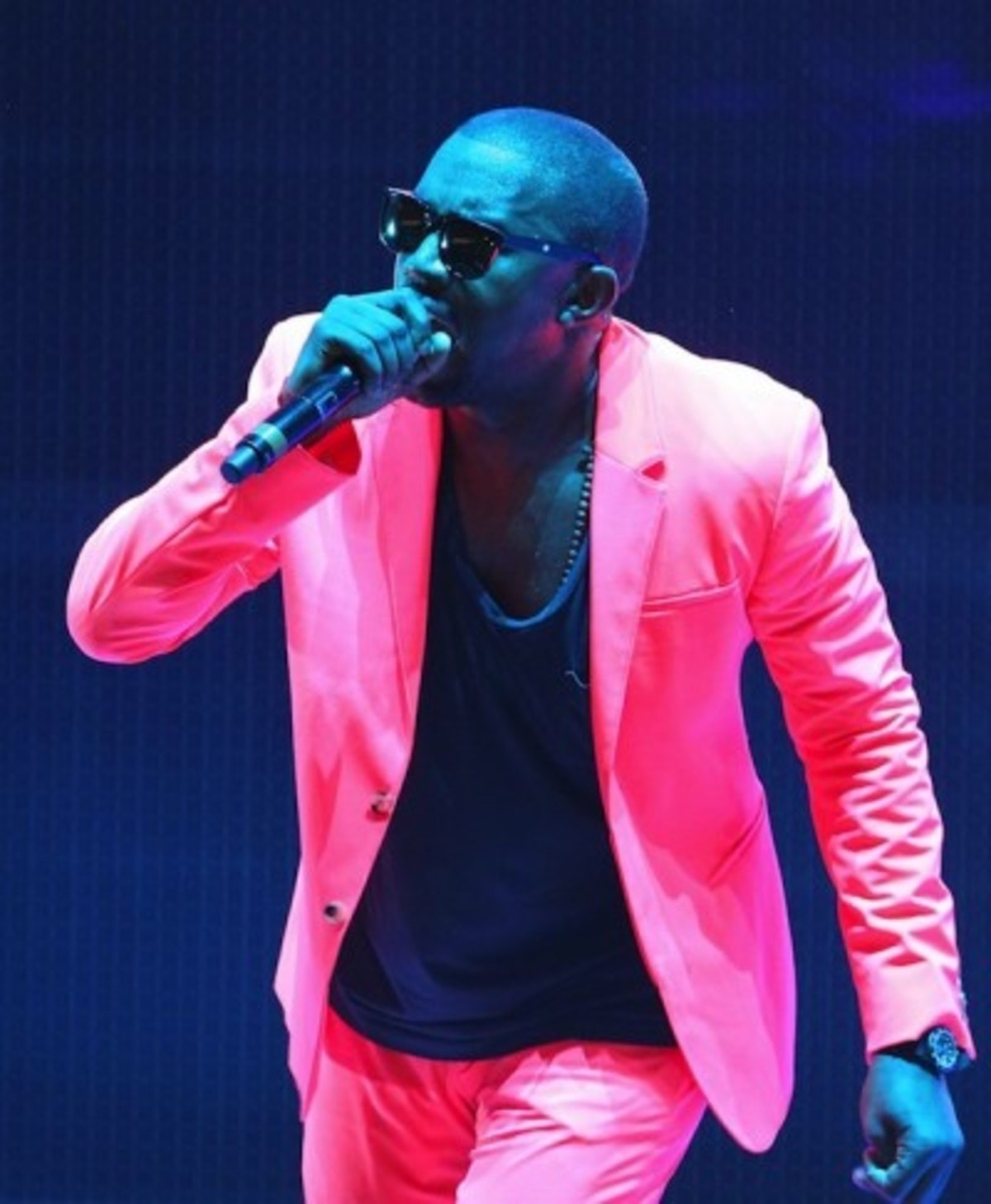 KanyeWest-PINK-SUIT-e1281128736817