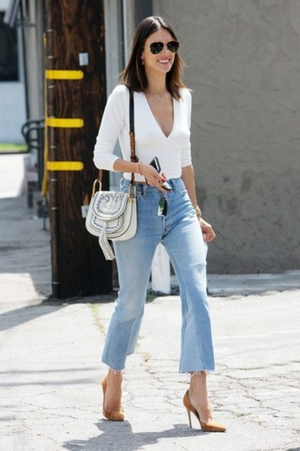 cropped-flare-jeans-alessandra-ambrosio