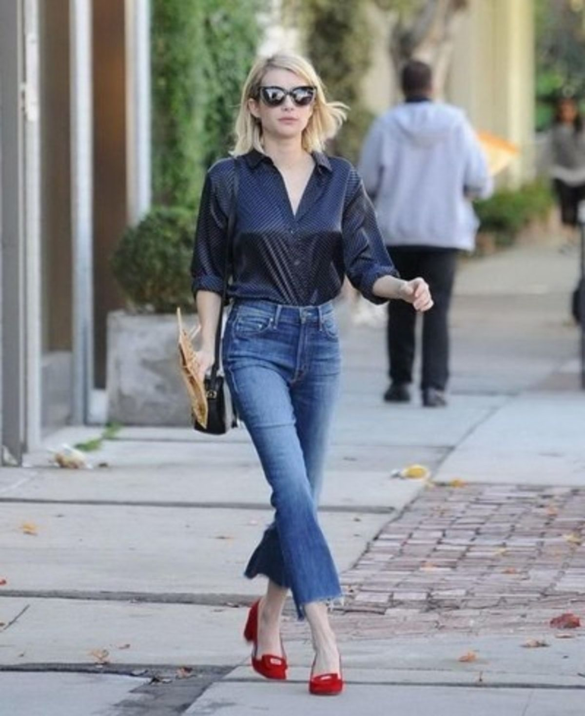 cropped-flare-jeans-emma-roberts