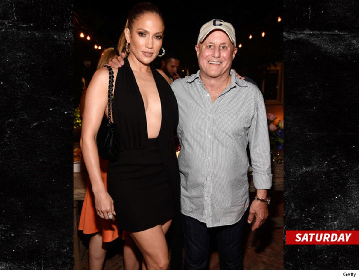 0824-jennifer-lopez-saturady-getty-sub-3