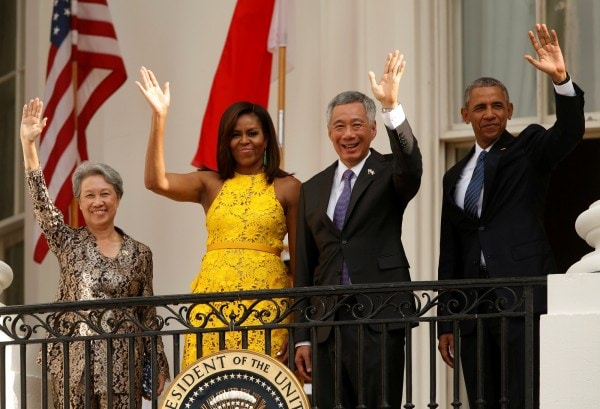 U.S. President Barack Obama and first lady Michelle Obama wave with Singapore's Prime Minister Lee Hsien Loong and his wife during an official arrival ceremony on the South Lawn of the White House in Washington