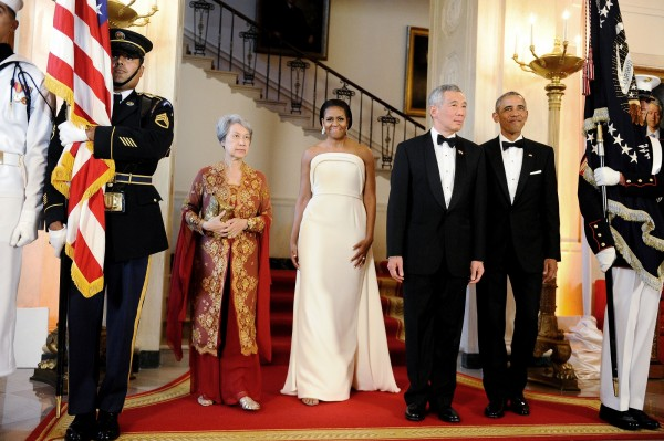 U.S. President Barack Obama and first lady Michelle Obama welcome Singapore Prime Minister Lee Hsien Loong and his wife Mrs. Lee Hsien Loong to the White House in Washington