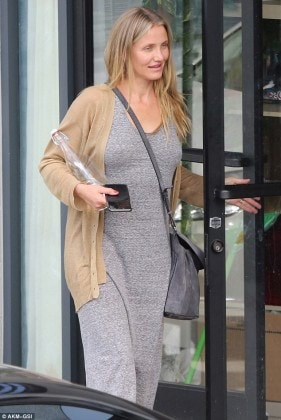 3785D90F00000578-3755384-She_loves_her_new_low_key_life_Cameron_Diaz_looked_thrilled_as_s-m-128_1471988328518