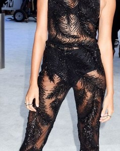 37AA2D2A00000578-3755431-Stunning_Model_Hailey_Baldwin_dazzled_in_a_sparkly_sheer_jumpsui-a-109_1472427576103