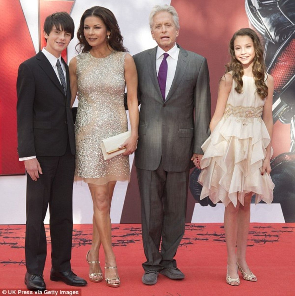 37BA8AF000000578-3765945-All_together_in_London_Catherine_and_Michael_with_Dylan_and_Cary-m-88_1472593928401