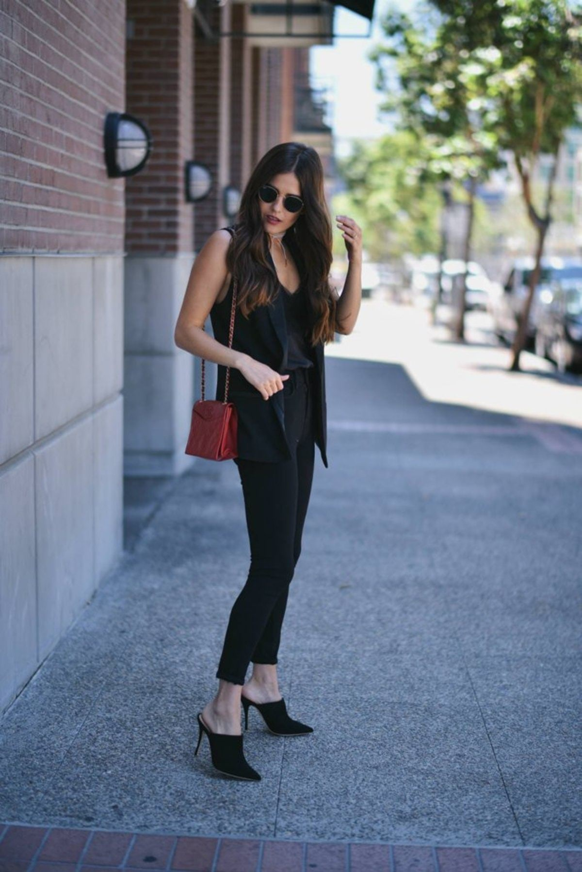 Mimic-pantsuit-pairing-slim-trousers-jeans-matching-vest-add-bright-bag-add-interest