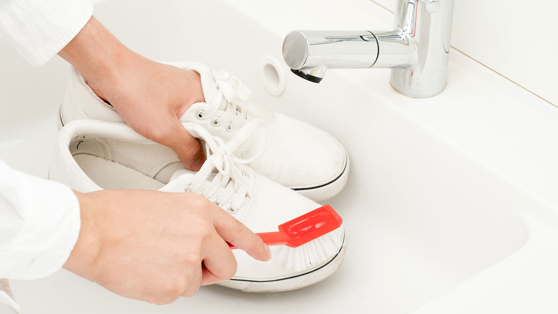 Some-easy-tips-to-clean-your-white-shoes-1