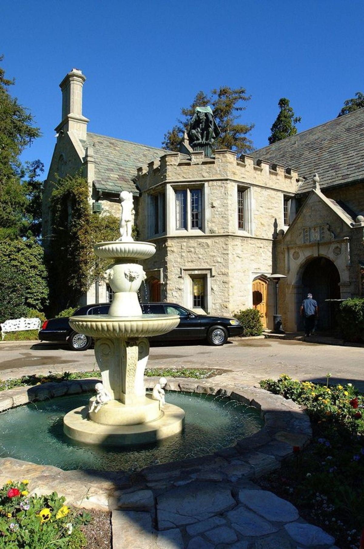 The-Playboy-mansion-is-up-for-sale-for-$200million (1)