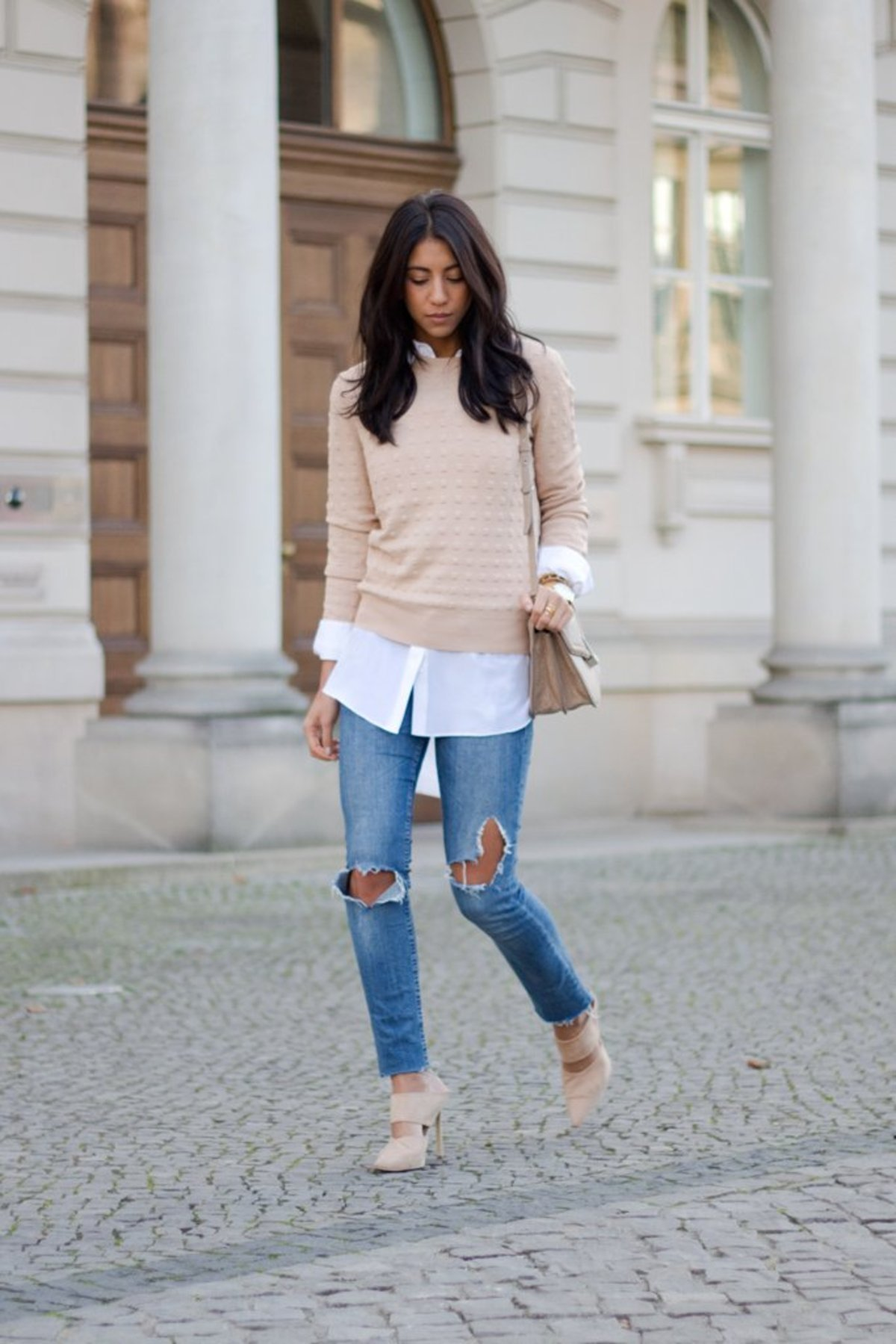 blush-sweater-layered-over-white-shirt-jeans-matching-heels