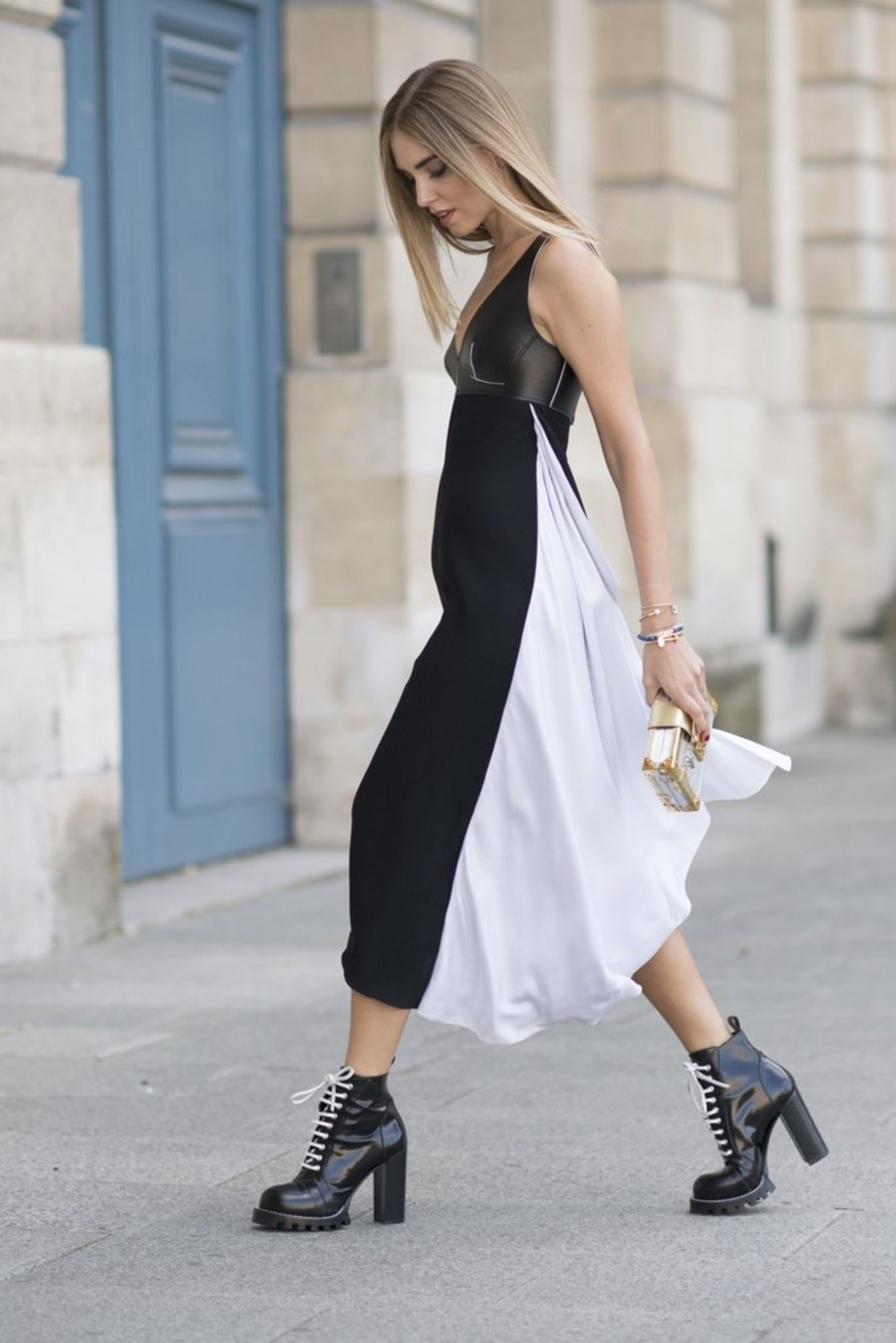 chiara-ferragni-black-boots-dress