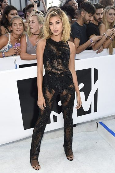 Hailey Baldwin arrives at the MTV Video Music Awards at Madison Square Garden on Sunday, Aug. 28, 2016, in New York. (Photo by Chris Pizzello/Invision/AP)