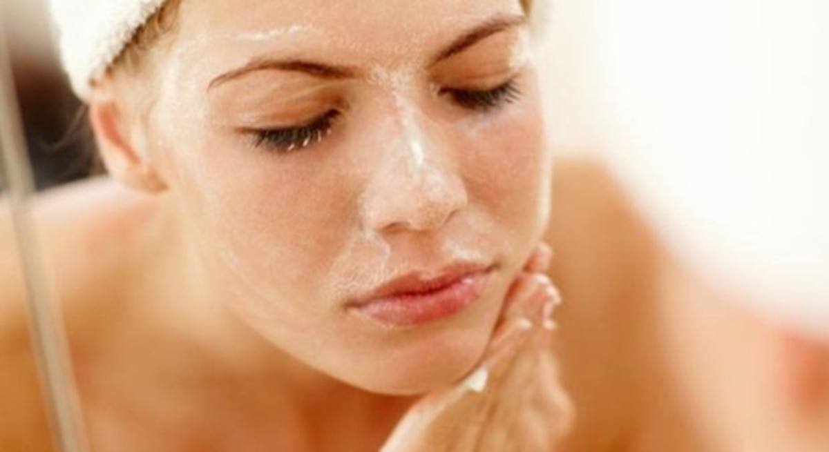 header_image_10-facts-about-exfoliating-your-face-fustany-beauty-skincare-main-image