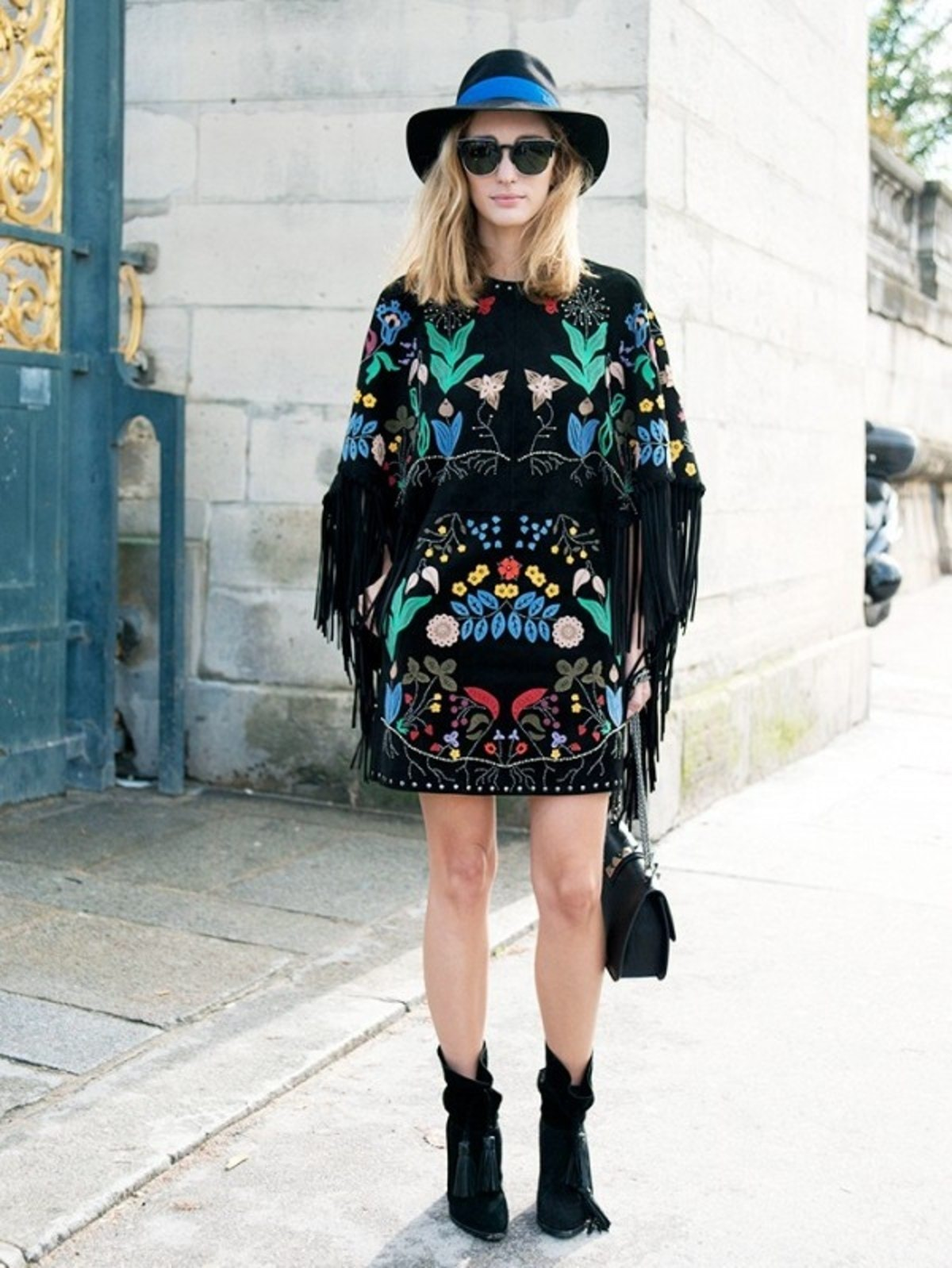how-to-wear-a-cape-its-not-as-complicated-as-you-think-1877537-1471885588.600x0c