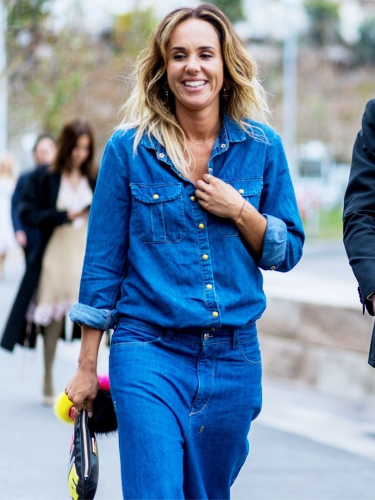 how-to-wear-a-denim-shirt-now-and-forever-1856680-1470161084.640x0c