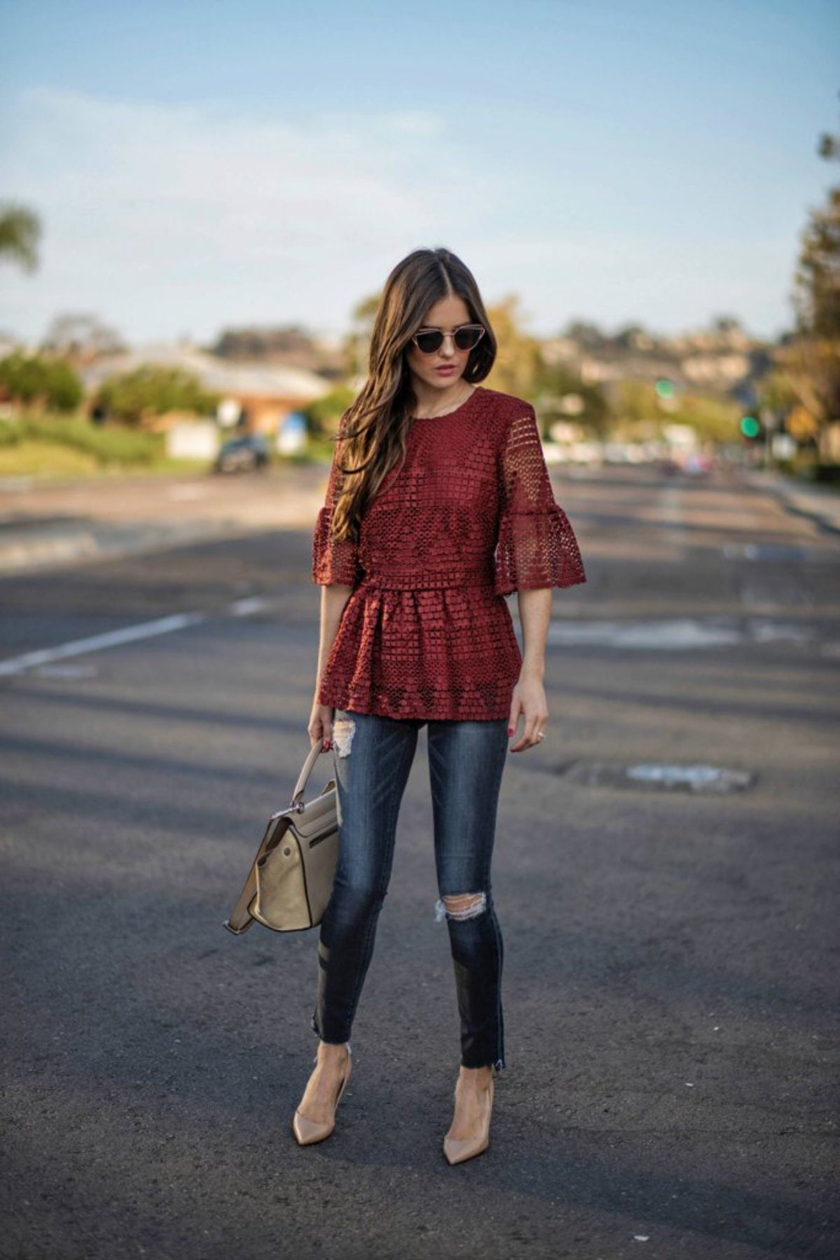 lace-peplum-destroyed-jeans-beige-pumps