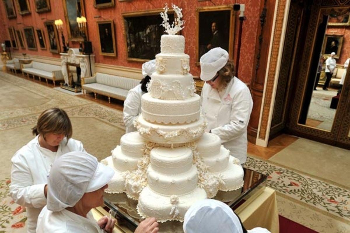 royal-wedding-cake-william-catherine-590