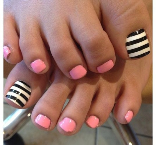 stripes-and-solid-toe-nail-design
