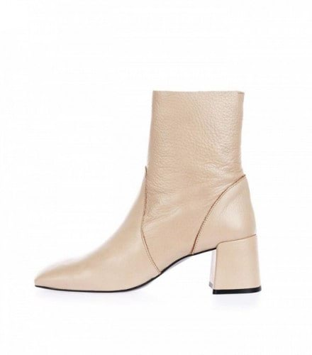 the-1-shoe-trend-kanye-really-has-made-happen-for-fashion-aware-girls-1867341-1471008769.600x0c