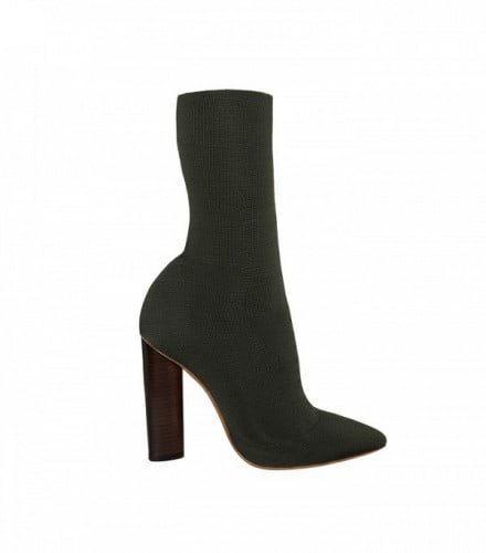 the-1-shoe-trend-kanye-really-has-made-happen-for-fashion-aware-girls-1867346-1471009881.600x0c