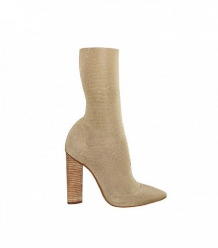 the-1-shoe-trend-kanye-really-has-made-happen-for-fashion-aware-girls-1867347-1471009989.600x0c