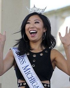37BA914A00000578-0-Big_welcome_Miss_Michigan_Arianna_Quan_reacts_as_she_is_introduc-m-23_1472665318295
