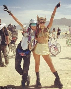 37F0D1B600000578-3774940-_Epic_BurningMan_with_AlienTwin_CaraDelevingne-m-45_1473102206429