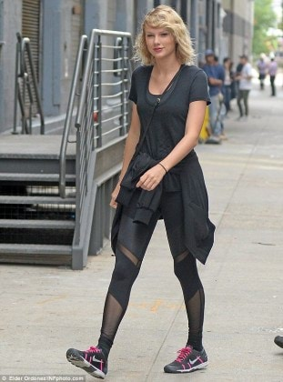 3806FC8900000578-3778518-Carefree_Taylor_Swift_headed_to_the_gym_in_New_York_on_Wednesday-m-50_1473276196053