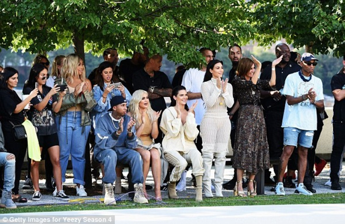 380A47E500000578-3778539-Famous_front_line_From_left_to_right_Tyga_Kylie_Kendall_Kim_Cari-m-7_1473291066619