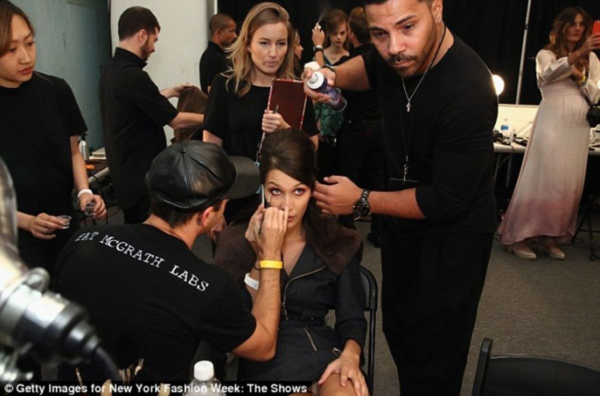 385CABB600000578-3790082-In_focus_The_19_year_old_model_was_getting_hair_and_make_up_read-a-86_1473899069122