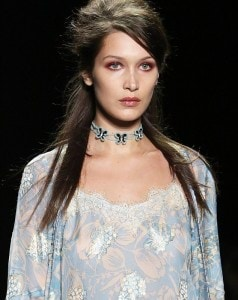 385E0E1D00000578-3790082-Up_she_goes_Bella_Hadid_took_on_the_runway_once_again_during_Ann-m-95_1473899611806