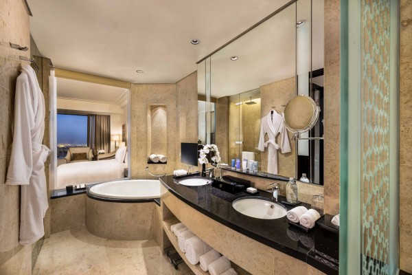 Conrad Dubai King Deluxe Bathroom2