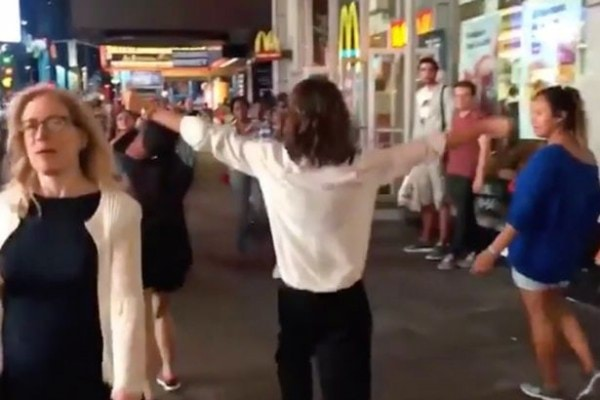 Victoria-Beckham-dances-around-Times-Square-in-New-York