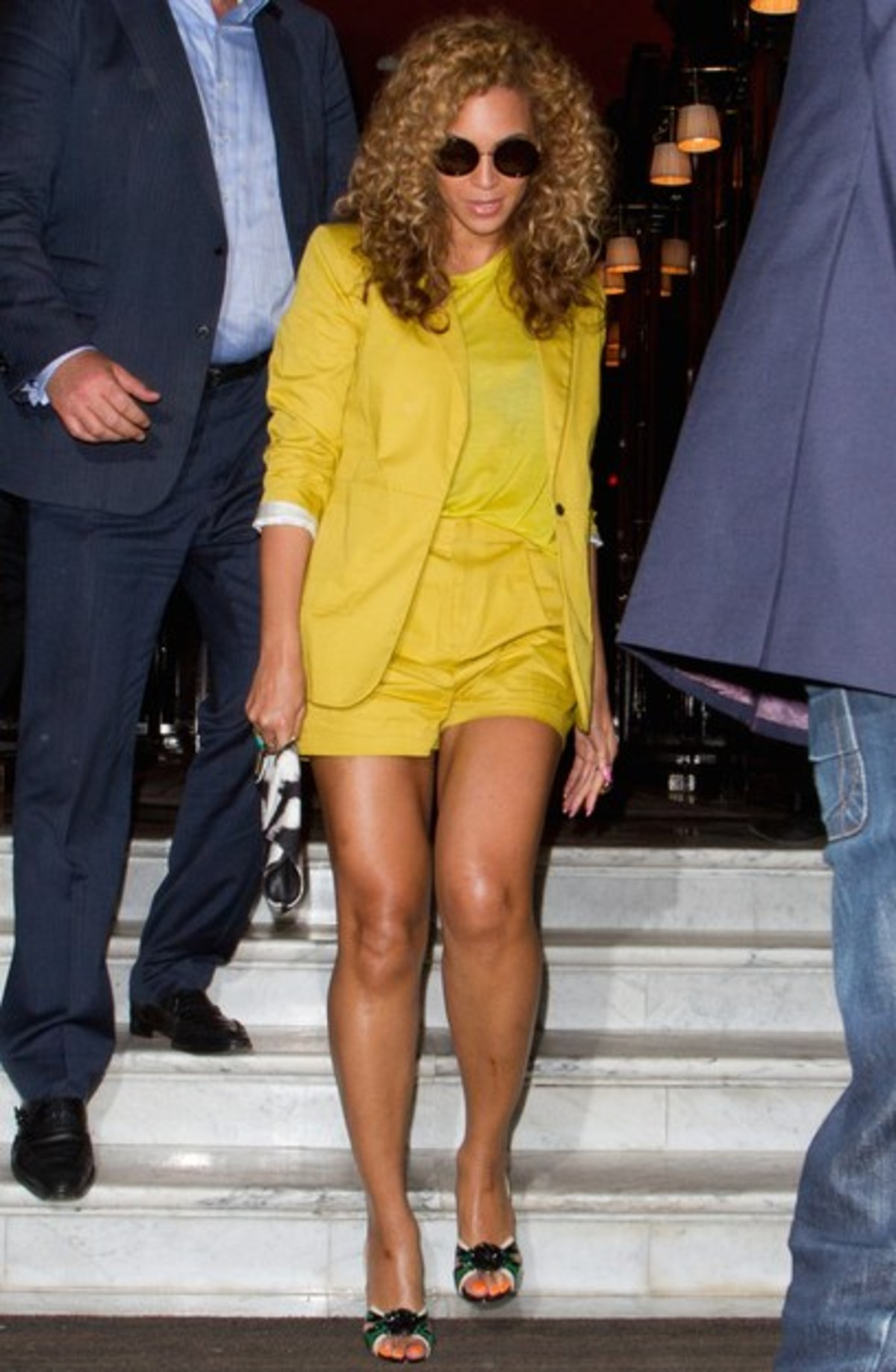 beyonce-yellow-suit