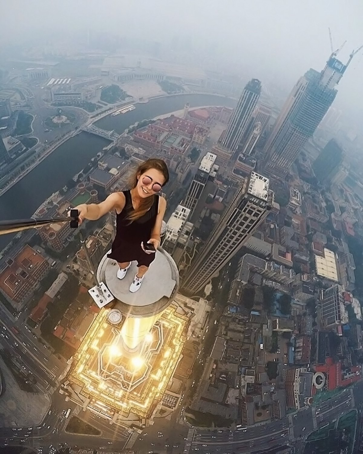 girl-takes-best-riskiest-selfies-ever-1