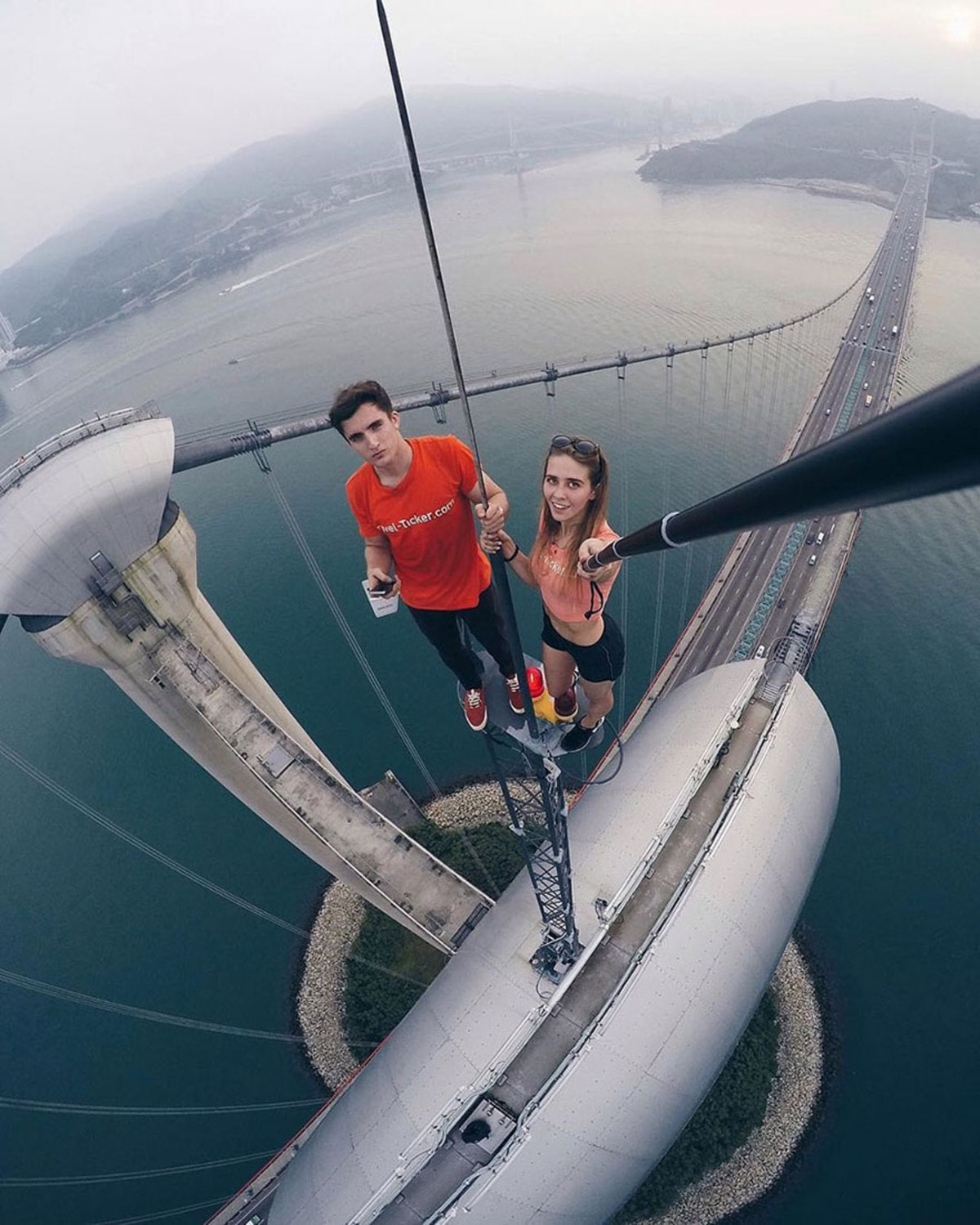 girl-takes-best-riskiest-selfies-ever-13