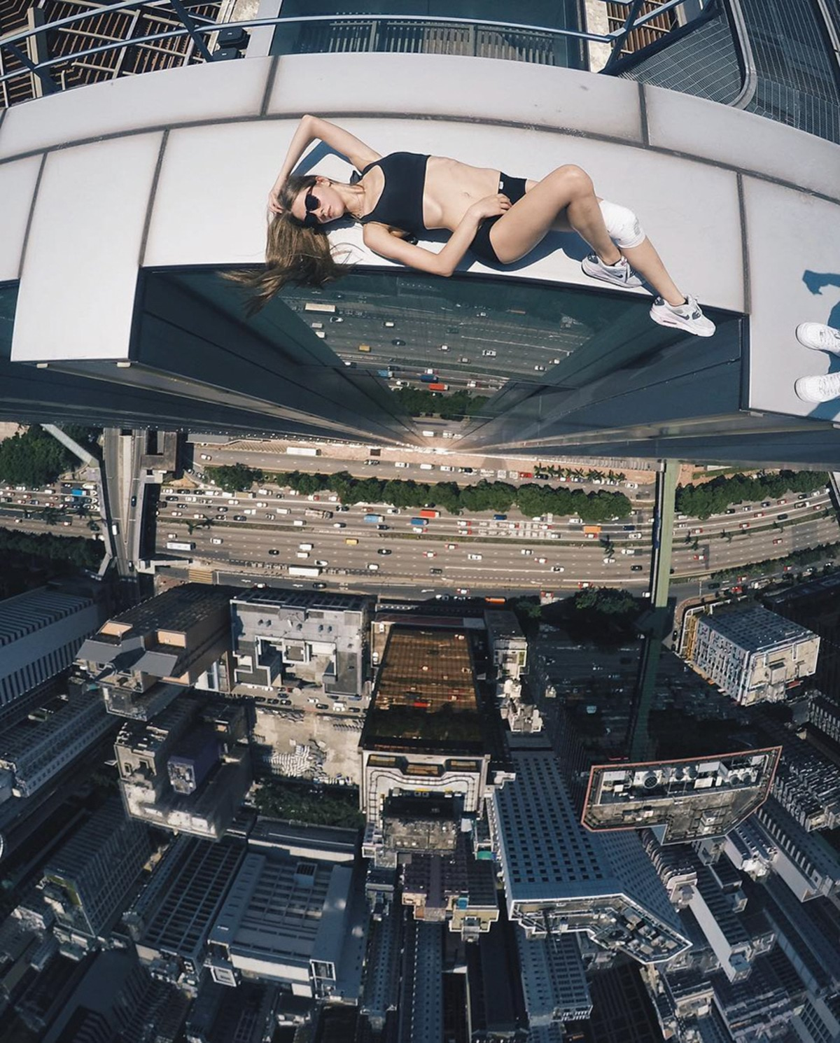 girl-takes-best-riskiest-selfies-ever-2