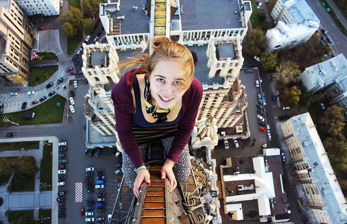 girl-takes-best-riskiest-selfies-ever-7