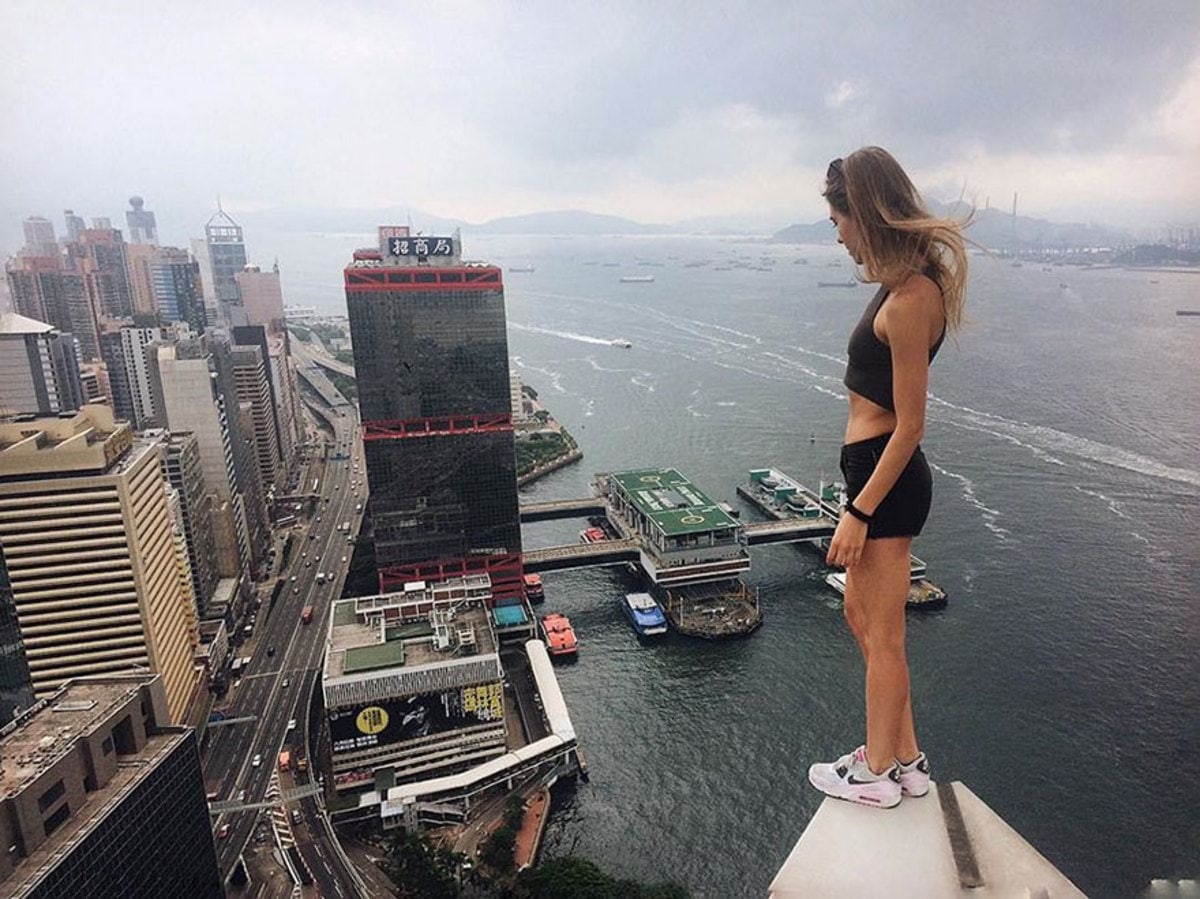 girl-takes-best-riskiest-selfies-ever-8