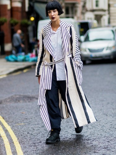 the-latest-street-style-from-london-fashion-week-1906868-1474099591.600x0c