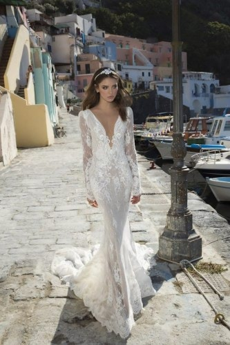 04-02-wedding-dress-trends-julie-vino