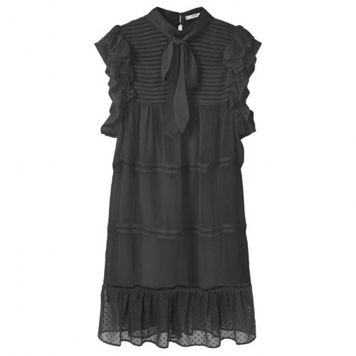 101016-Gothic-Dresses-Embed6