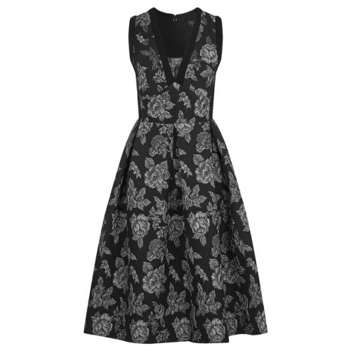101016-Gothic-Dresses-Embed9