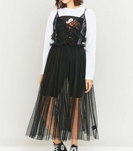 14-of-the-best-party-dresses-that-should-be-on-your-radar-already-1931532-1476033738.600x0c