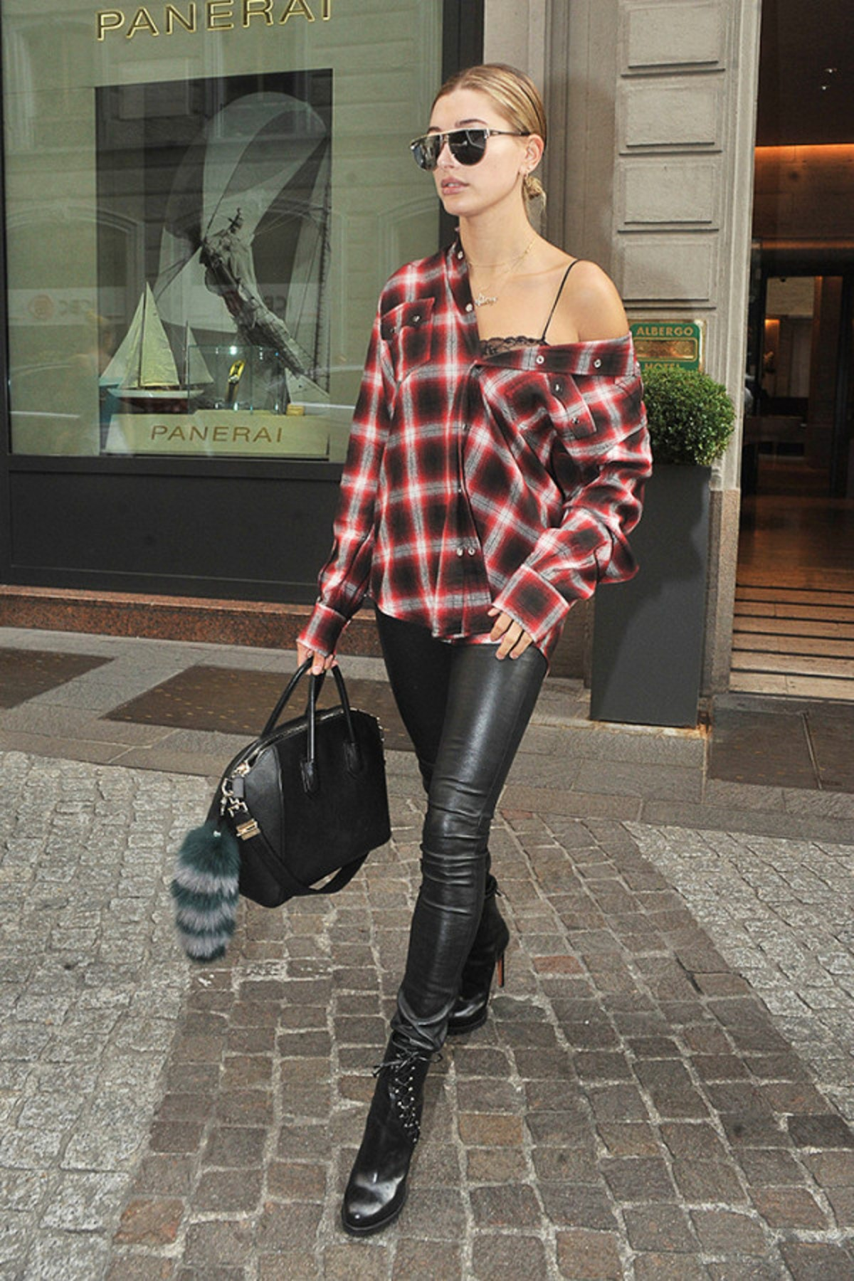 5-perfect-fall-outfit-ideasall-from-hailey-baldwin-2005505.600x0c