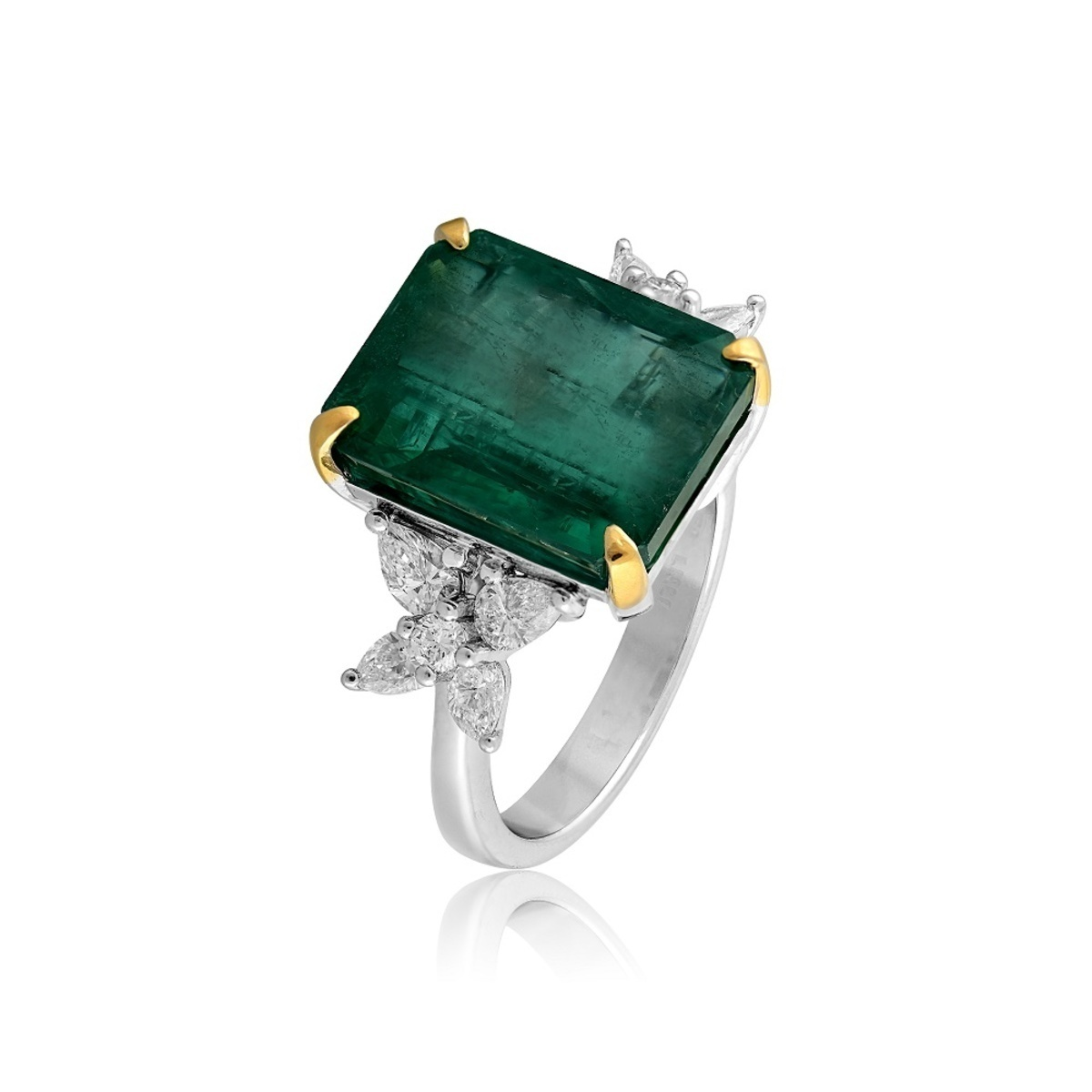 Emerald Ring - AED.34000
