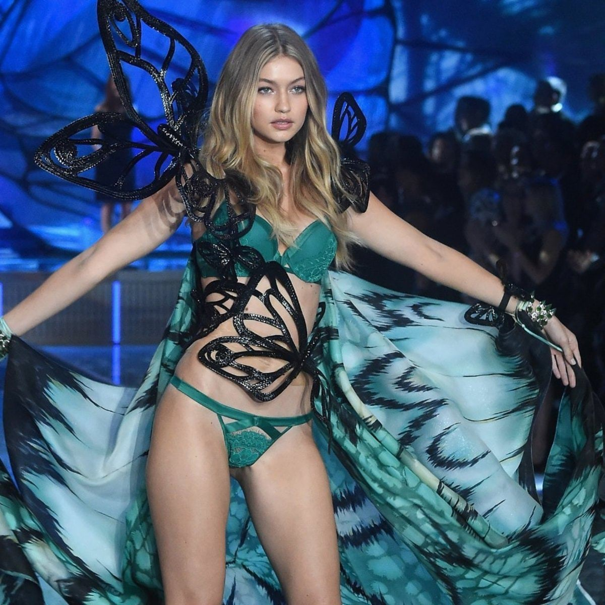 Gigi-Hadid-Victoria-Secret-Fashion-Show-2015