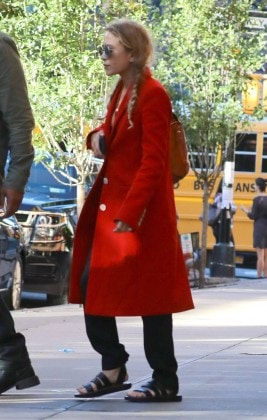 Mary-Kate-Olsen-Red-Coat.jpg1