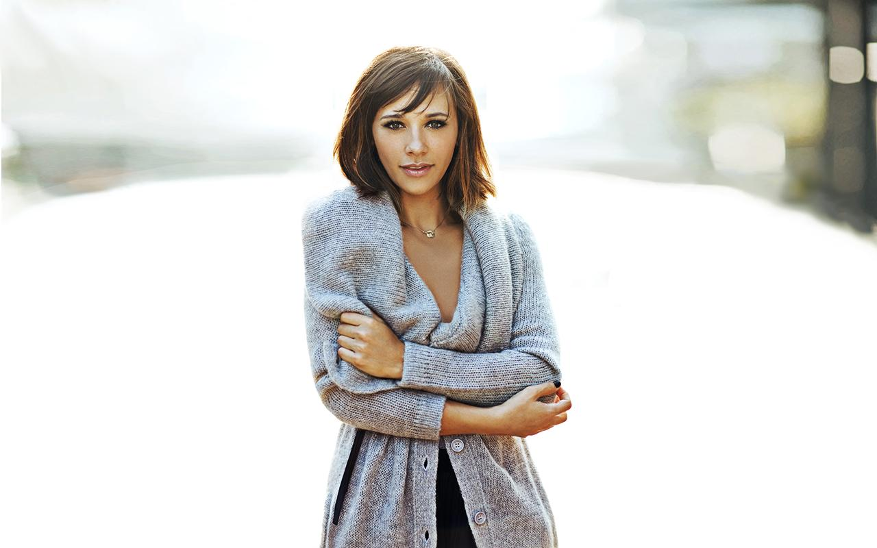 Rashida-Jones-Hot-Look-Wallpapers