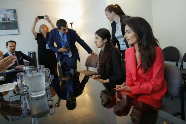 meeting-United-Nations-Amal-chose-ruffled-Max-Mara